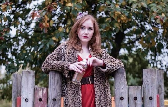 Kirsty Findlay as Tracey. Publicity image Blazing Hyena