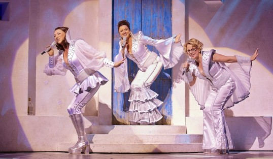 Mamma Mia International Tour company Photo: Brinkhoff and Mgenburg